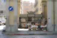 A Torino, con Bicicletta, Scudo, Dante e La Stampa. Torino, Italia