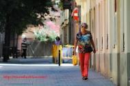 Walking in Barrio Sarria, Barcelona, España