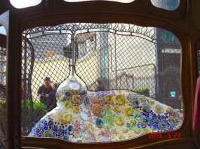 An Antoni Gaudí ceramic mosaic sculpture, on the terrace garden at Casa Batlló, Passeig de Gracia, 43, Barcelona, Spain