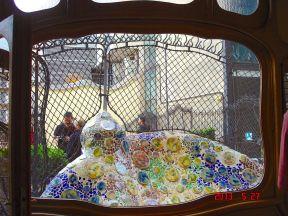 An Antoni Gaudí ceramic mosaic sculpture, on the terrace garden at Casa Batlló, Passeig de Gracia, 43, Barcelona, Spain
