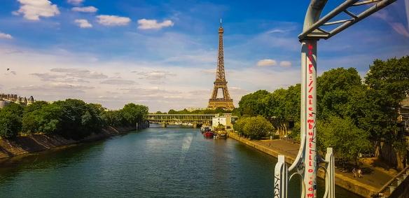 Tour Eiffel RER-C BALI Portrait, Paris FRANCE